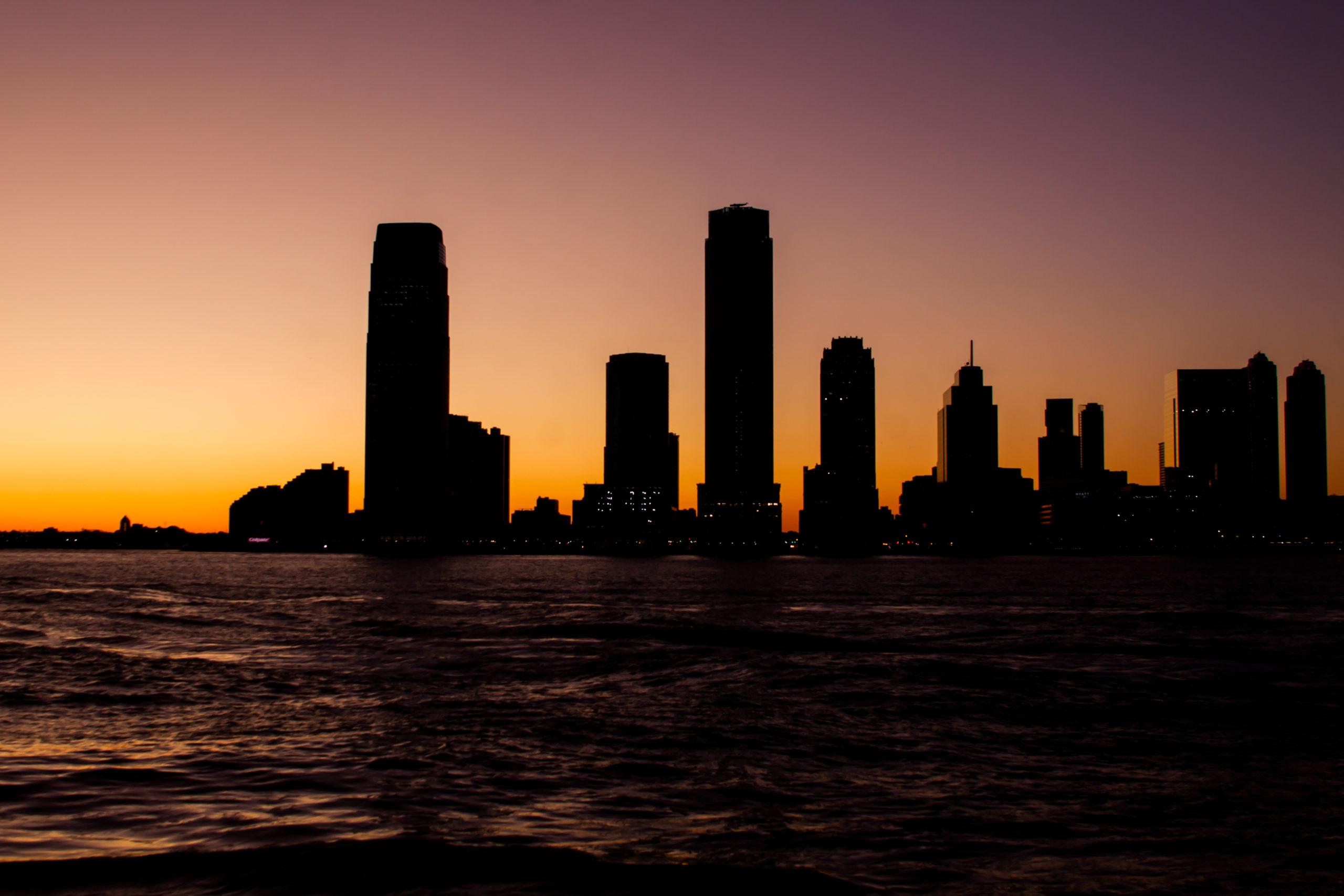 Skyline Jersey City bei Nacht